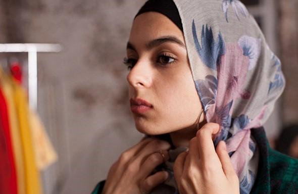 White Girls Wear Head Scarves to Prevent Muslim Harassment in Austria