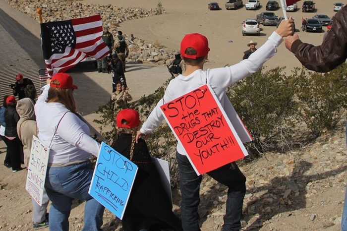 Supporters of immigration reform gather at US-Mexico line, form 'human wall'