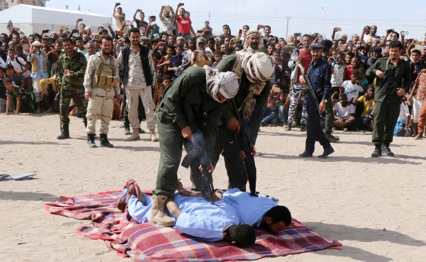 Crowd cheers as two pedophiles are executed in Yemen