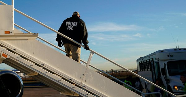 U.S. Prepares to Arrest Thousands of Immigrant Family Members